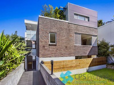 SLEEK URBAN RESIDENCE SITUATED IN ULTRA CONVENIENT BOUTIQUE COMPLEX