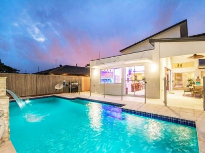 PRICE REDUCED!  STUNNING  FAMILY  HOME