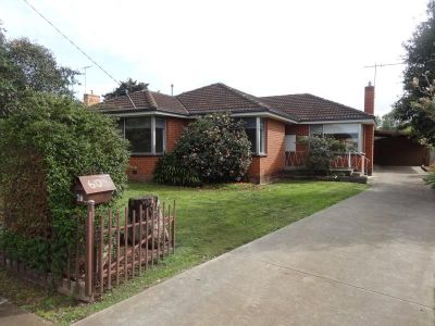 FOUR BEDROOMS, CLOSE TO TOWN CENTRE AND FREEWAY ACCESS