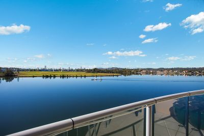 STUNNING WATERFRONT UNIT VARSITY LAKES ...