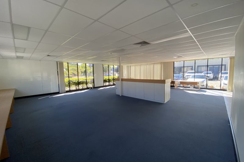 WAIT BEFORE YOU SIGN ANYTHING! 197M2 EXECUTIVE OFFICE SHOWROOM
