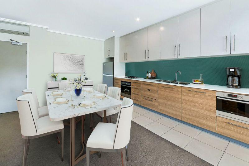 Modern 1 Bedroom + Study Apartment In Vibrant Location
