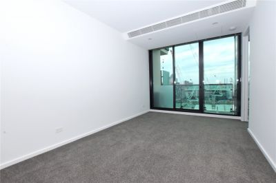 Melbourne ONE: Cleverly Designed, Spacious and Featuring Stunning Views!!
