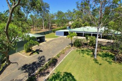 ENORMOUS FAMILY HOME + BIG SHEDS on 5,440m2