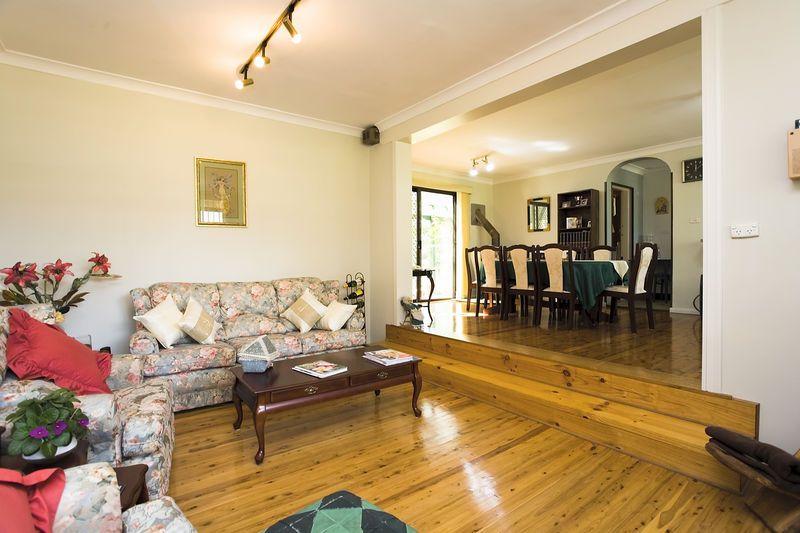 10 Dobson Crescent, Baulkham Hills NSW 2153
