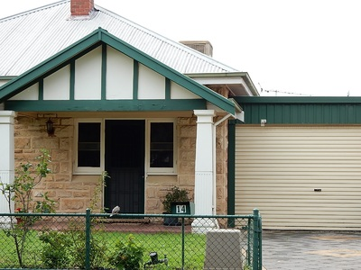 Stunning modernised cottage walking distance to QEH $360pw