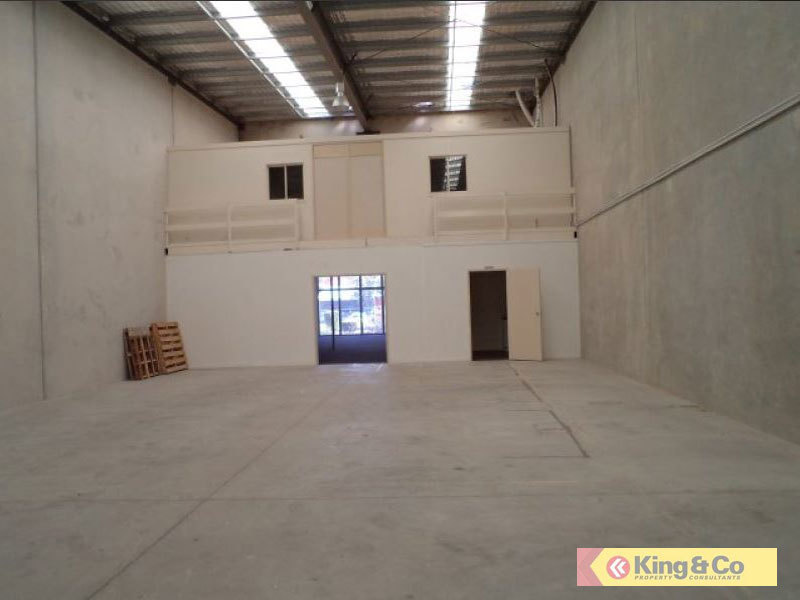 345M2 WAREHOUSE / OFFICE WITH EXPOSURE
