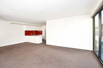 The Mansion: Unfurnished One Bedroom Apartment next to Albert Park!