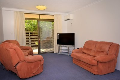 Air Conditioned Centrally Located apartment in Indooropilly - Furnished