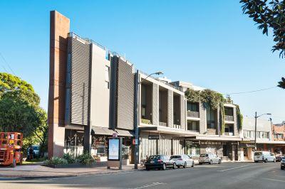 Entry via Kemmis Street. Designer Apartment In Cosmopolitan Village Hub