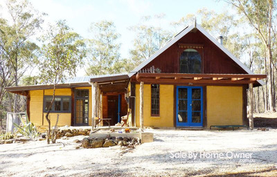 SECLUDED AND CHARMING MUDBRICK HOME ON 10AC & WITHIN STATE FOREST