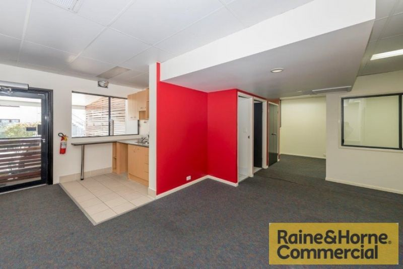Modern Office space with Logan Rd Exposure!