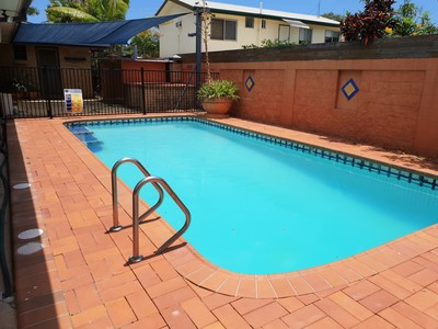 Large family home + pool + granny flat