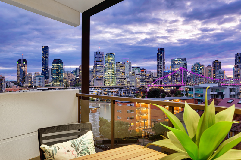 Bespoke Top Floor Penthouse - Story Bridge and CBD Views
