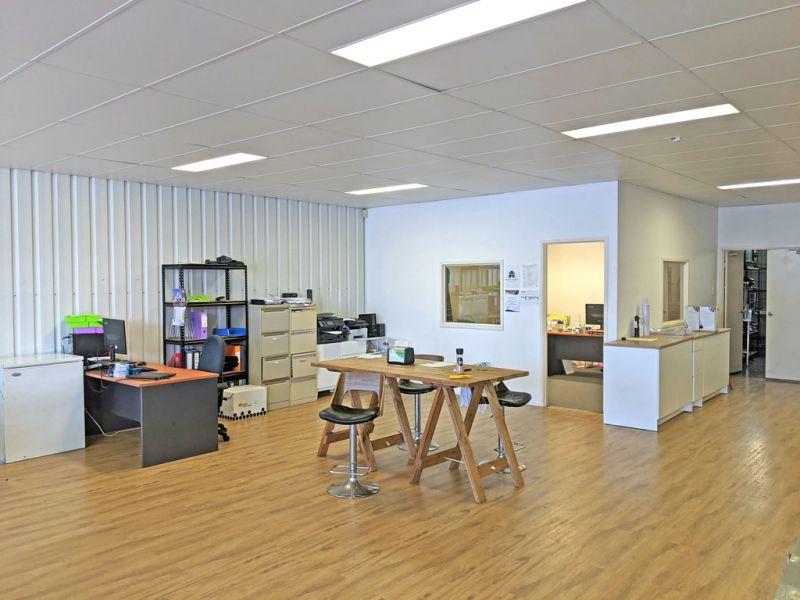 Well Presented Office / Showroom in Brickworks Annex