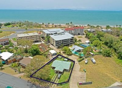 Duplex - Live the life, close to the beach, reside in one unit and earn an income from the other.