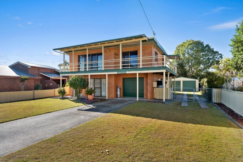 Coastal family home within walking distance to the beach & river.