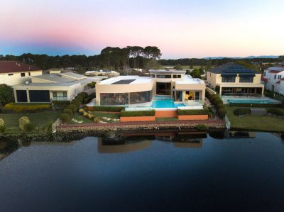 SUPERB RESIDENCE WITH NORTHERLY VIEWS OVER LAKE AND GOLF COURSE