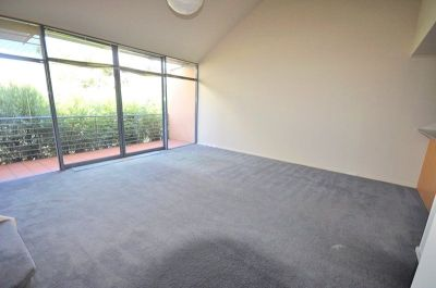 Southbank Royale: Spacious Three Bedroom Apartment Awaits!