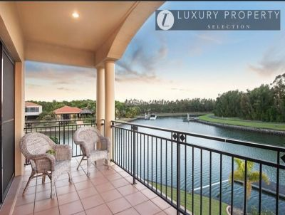Large Waterfront Home - Additional Master with kitchenette & Ensuite