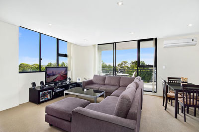 Massive Sub Penthouse 2 Bedrooms with huge Study and City Views!!