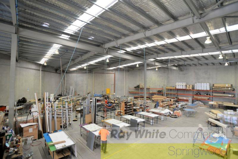 1,490sqm Tilt Panel Warehouse In Logistics Hub