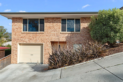 Spacious 4 BEDROOM UNIT.  ONLY OWNER OCCUPIER