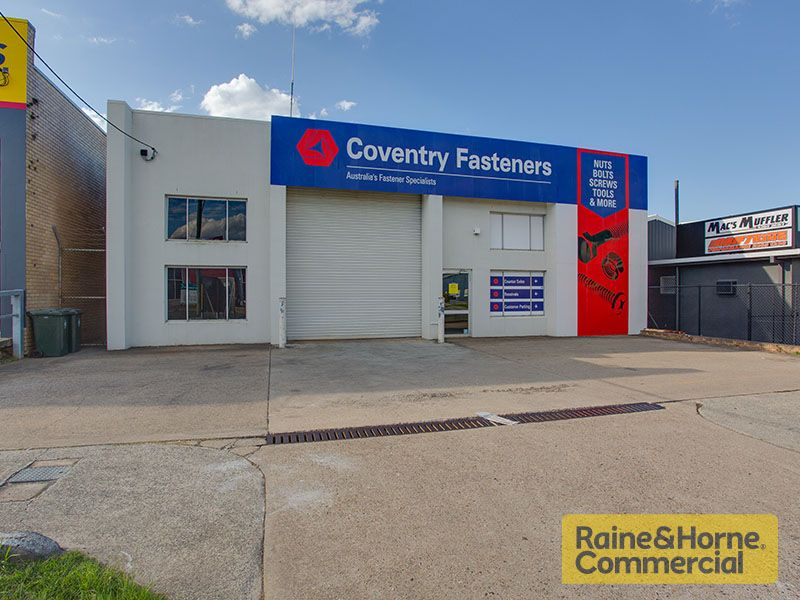 Bargain Freestander with Main Road Frontage & Exposure