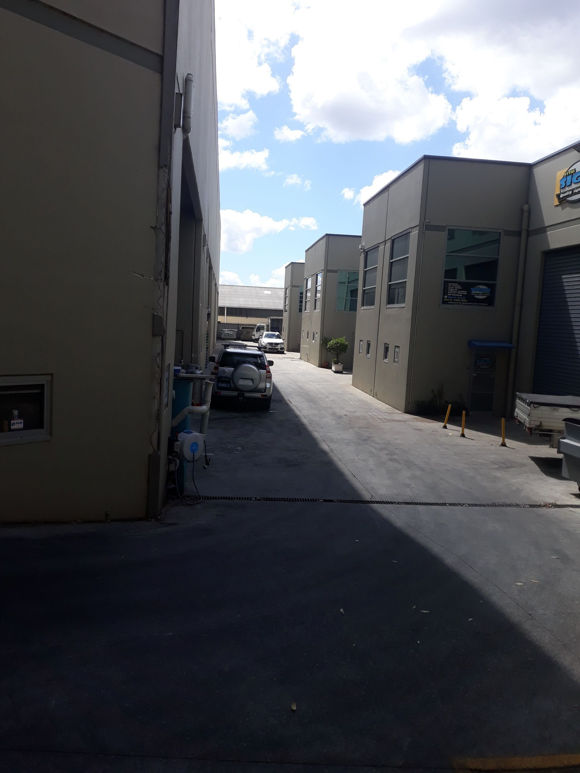 INDUSTRIAL WAREHOUSE/OFFICE UNIT - HIGHLY SOUGHT AFTER LOCATION
