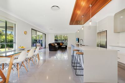 Modern 6-year-old home in Robina Quays!