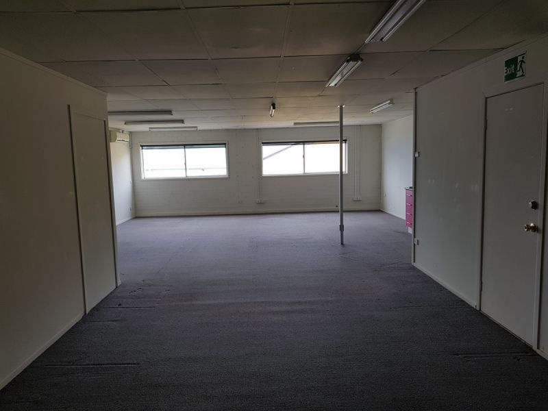 LARGE AND AFFORDABLE OFFICE IN TOWN