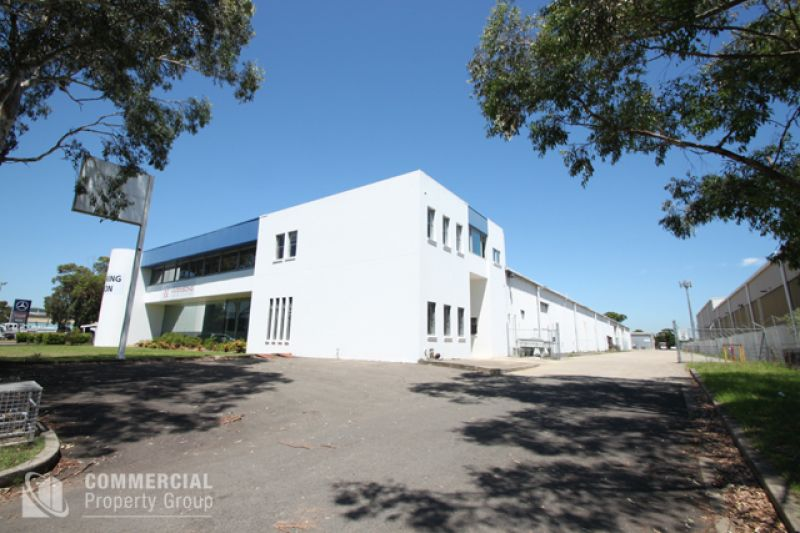 HIGH BAY 2,565M² OFFICE/ WAREHOUSE