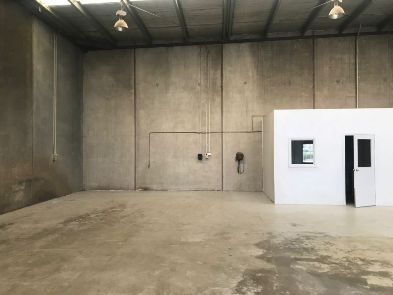PERFECT STORAGE / STARTER WAREHOUSE - Highly Sought After Location!