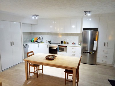 quality renovated large unit in the heart of Coolangatta
