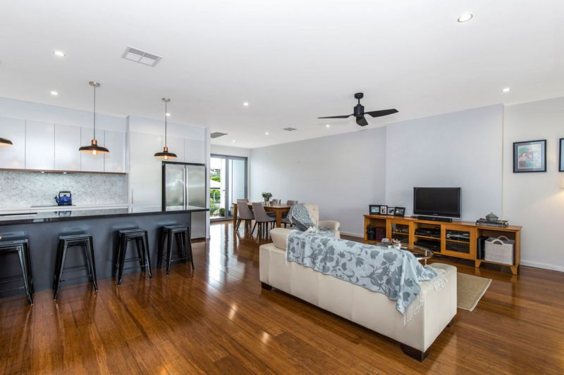 LARGE FAMILY TOWNHOME OVER 3 LEVELS