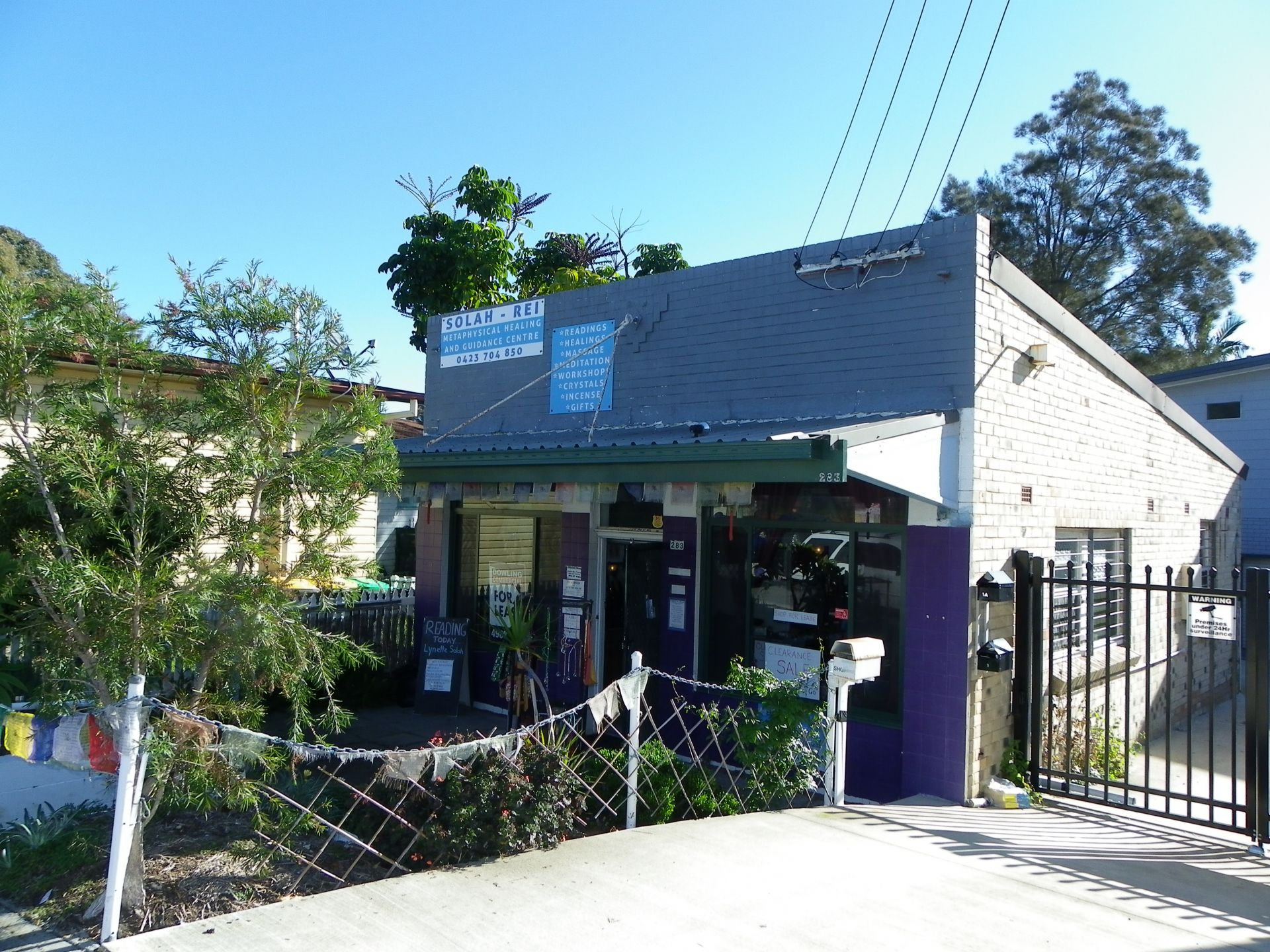 Tidy Shop in Popular Lakeside Suburb
