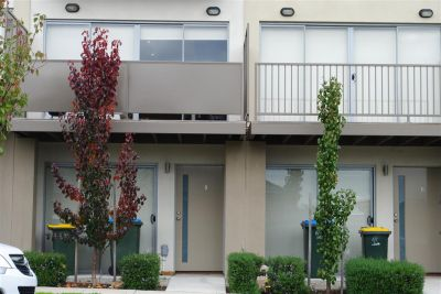 FIRST CLASS TENANT WANTED! Modern and Convenient Living!