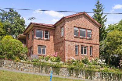 CLASSIC DOUBLE BRICK ART DECO APARTMENT   OSP AND GARDEN MAINTENANCE INLCUDED!