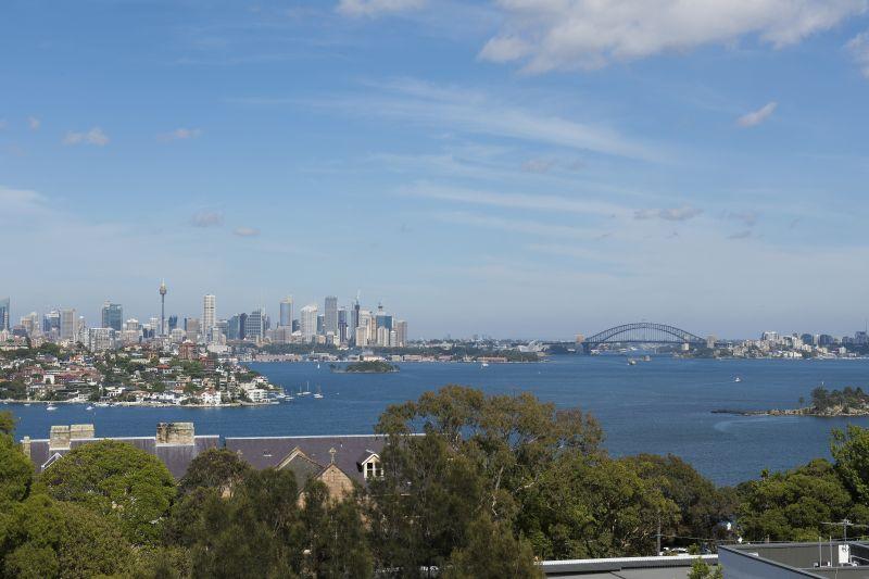 Breathtaking Harbour Views in Art Deco Block