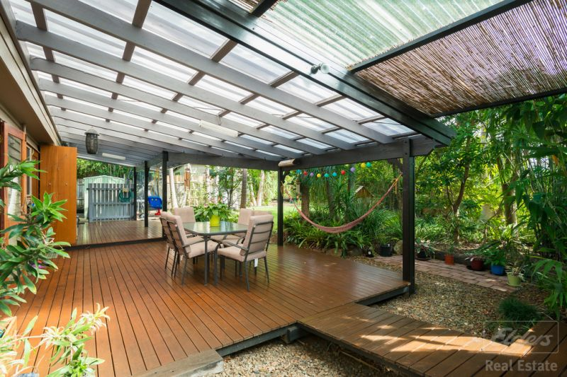 Warm family overtones, central Sunshine Coast home