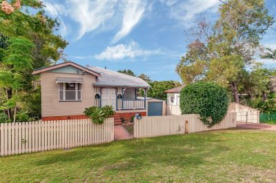 Queenslander On 976m2 Block!