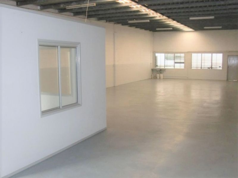 WAREHOUSE AND OFFICE IN THE HEART OF SLACKS CREEK