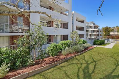 Architecturally designed spacious & practical modern apartment in a quiet no through road. Must See.