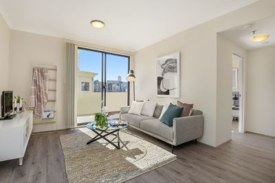 Modern Top-Floor Apartment – Perfect Market Entry