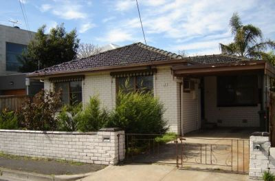 QUAINT 2 BEDROOM HOME RIGHT IN BEAUTIFUL WILLIAMSTOWN