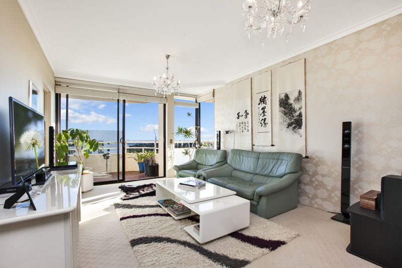 Spacious 2 Bedroom With City & Harbour Views