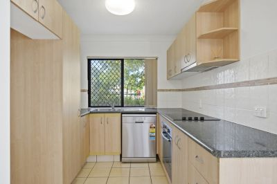 Secure complex of 8 only steps to the Broadwater and The Grand Hotel.