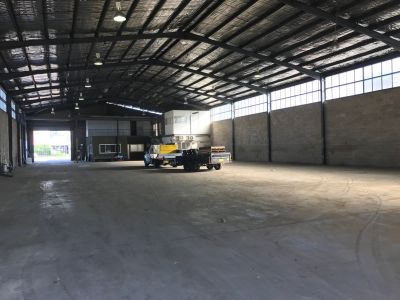 Huge freestanding warehouse, close proximity to arterial roads
