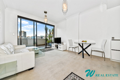 Stunning top-floor, north facing, 1 bedroom balcony-apartment;  resort facilities and parking!