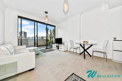 Stunning top-floor, north facing, 1 bedroom balcony-apartment;  resort facilities and parking!